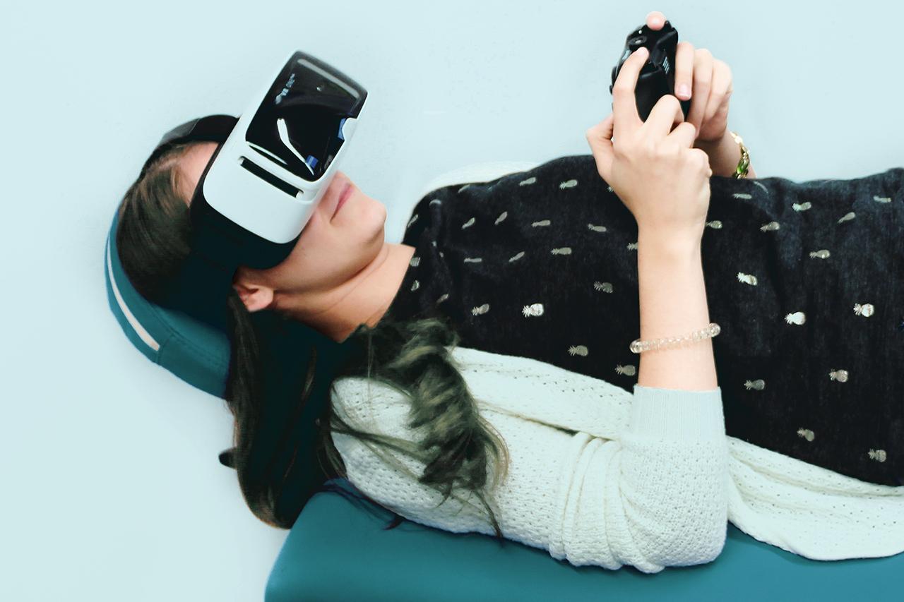Ablenkung durch VR-Spiele bei medizinischer Behandlung © ECG / Uni DUE 2016